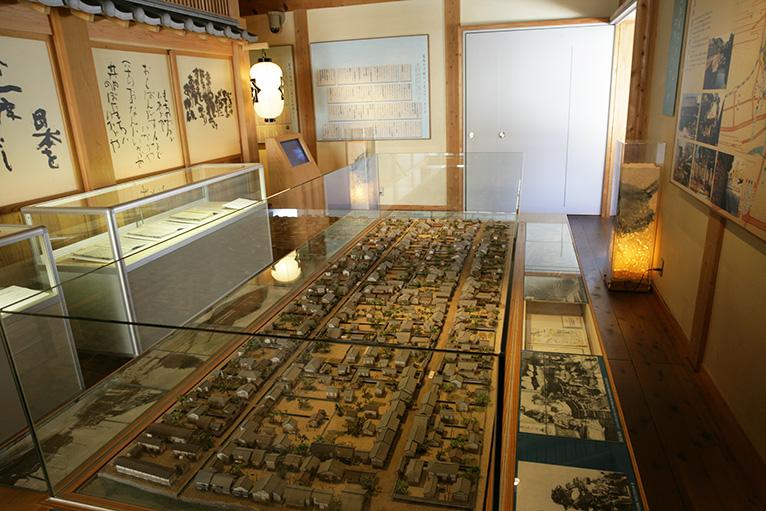 幕末の上町を中心にした高知城下がミニチュア模型で再現されている。