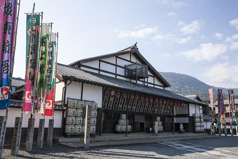 日本最古の芝居小屋の旧金毘羅大芝居「金丸座」。