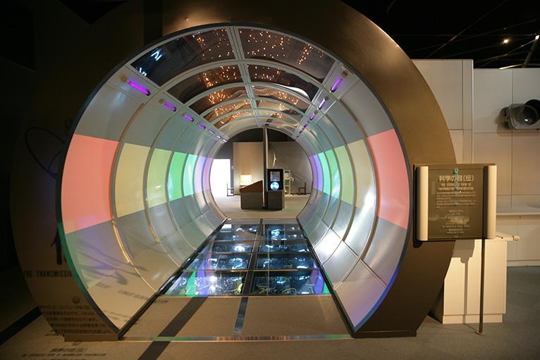 科学に関する知識や技術、製品などが展示