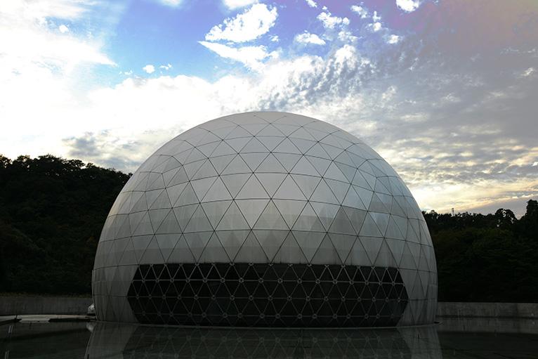 巨大なプラネタリウムのドーム