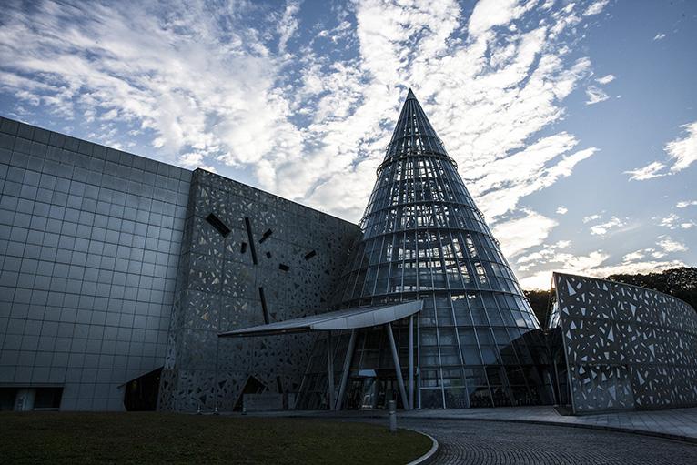 建物もユニークな愛媛県科学総合博物館