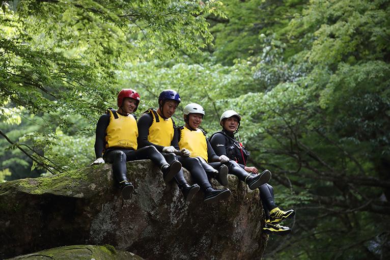 ゆっくり大きな岩の上で一休み、ああ気持ちがいい!