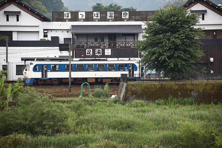 JR松野駅にあるぽっぽ温泉と一番小さい新幹線