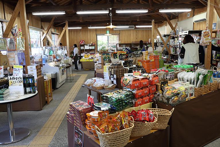 隣接する道の駅 第九の里ではお買い物と軽食が利用できる