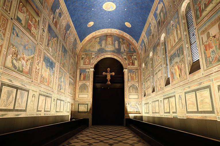 ジョット「スクロヴェーニ礼拝堂」、ルネサンスの礎を築いたとされる画家ジョットによる壁画が内部をおおう礼拝堂
