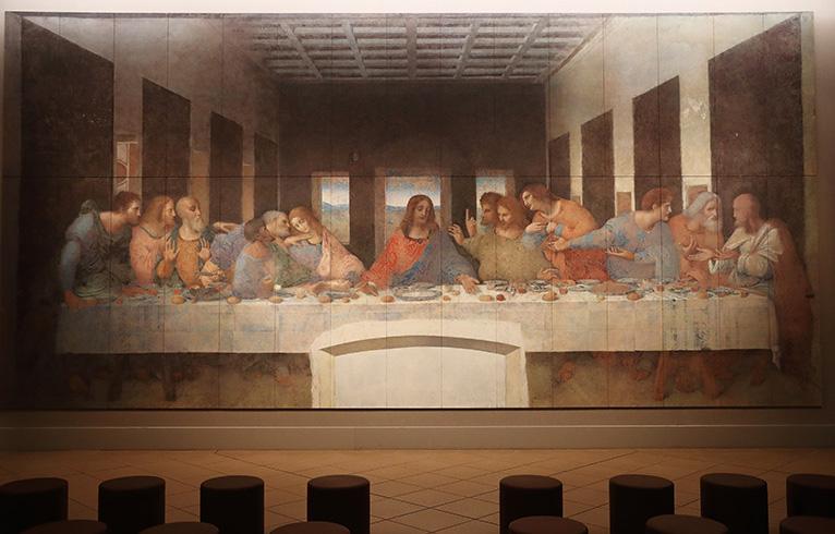 最後の晩餐《修復前・修復後》:レオナルド・ダ・ヴィンチ「最後の晩餐」、「この中に裏切り者がいる」というイエスのことばに驚く弟子たちの瞬間を描く