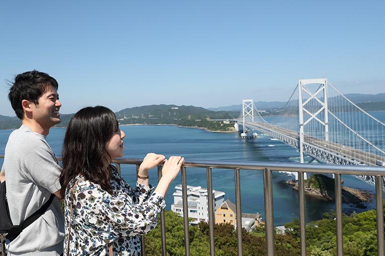 展望台から鳴門海峡、大鳴門橋の景色に見とれてしまう