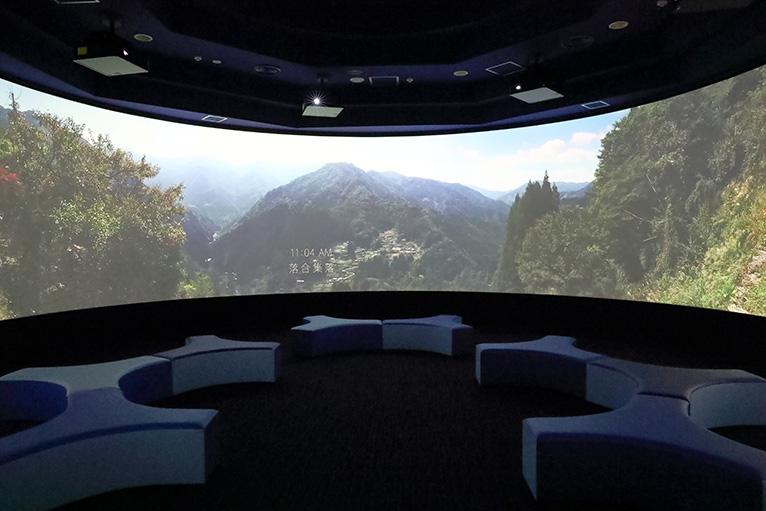 迫力ある4K映像で徳島の魅力を紹介する「4K360°シアター」