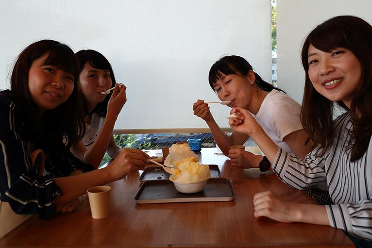 父母ケ浜海岸の駐車場横にあり「KAKIGORI CAFÉ ひむろ」の人気のかき氷、みんなで食べたい