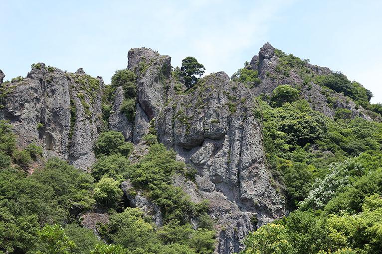 寒霞渓ロープウェイで間近に奇岩が見える