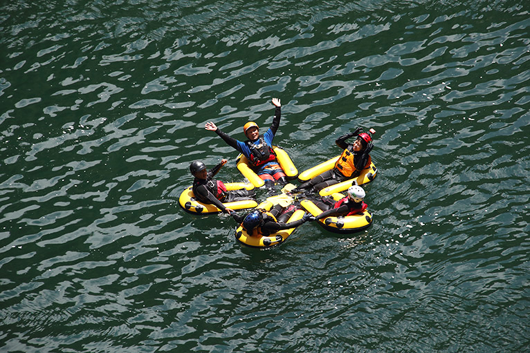大歩危小歩危ラフティング、川面にぽっかり浮かぶ