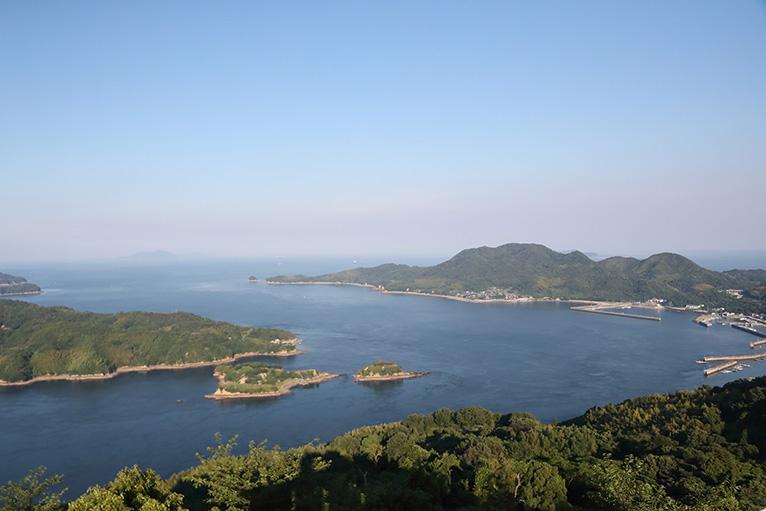 おすすめはカレイ山展望台。能島や鵜島、伯方・大島大橋が眺望できる