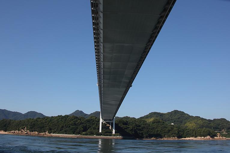 伯方・大島大橋も真上に見える
