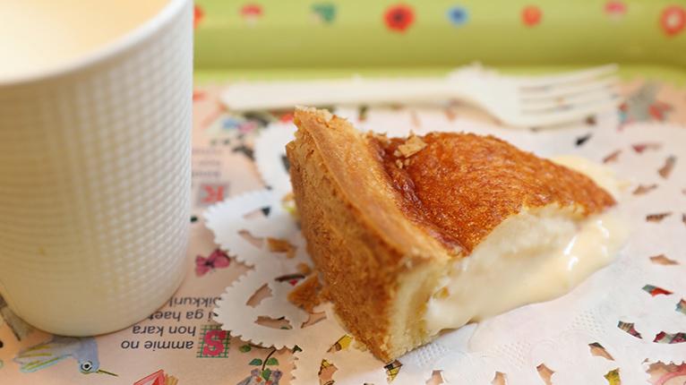 ペンションもみの木にある喫茶コーナー、地元のミルクたっぷりの人気のチーズケーキ