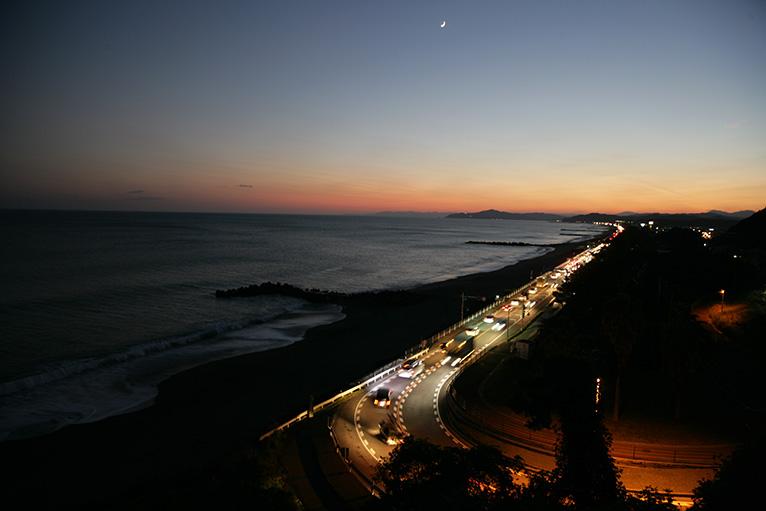 桂浜から続く海岸は夜も美しい