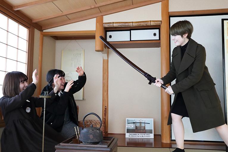 龍馬と慎太郎が襲われた部屋を再現